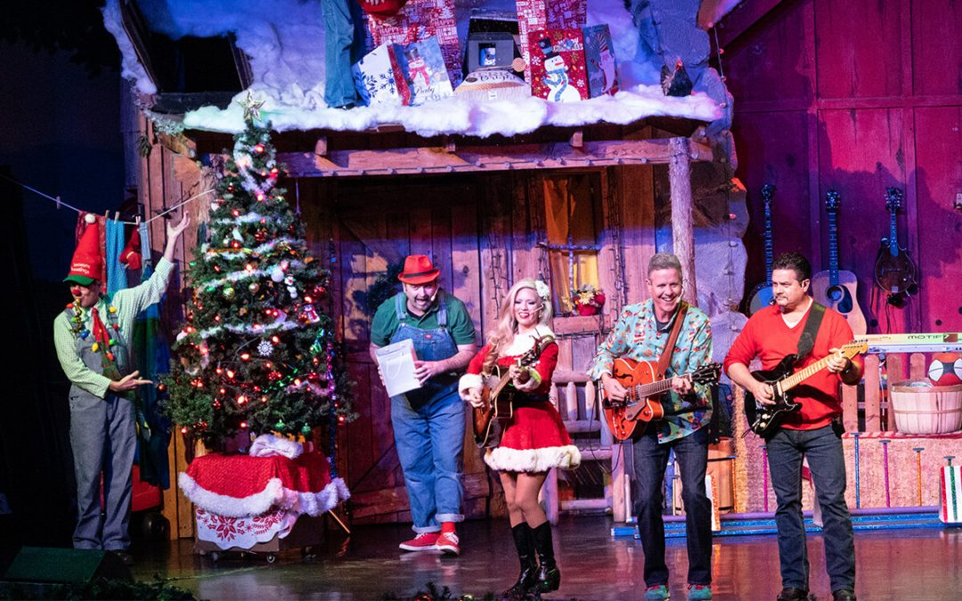 A Comedy Barn Christmas Show | Pigeon Forge, TN